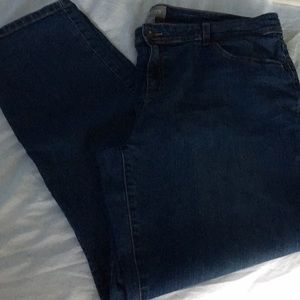 Chico's medium blue jeggings. size chart above.